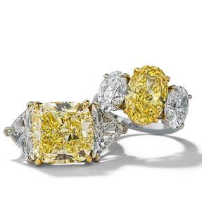 Ringe in 950 Platin mit Fancy Intense Yellow und weißen Diamanten. Erhältlich in verschiedenen Größen.
