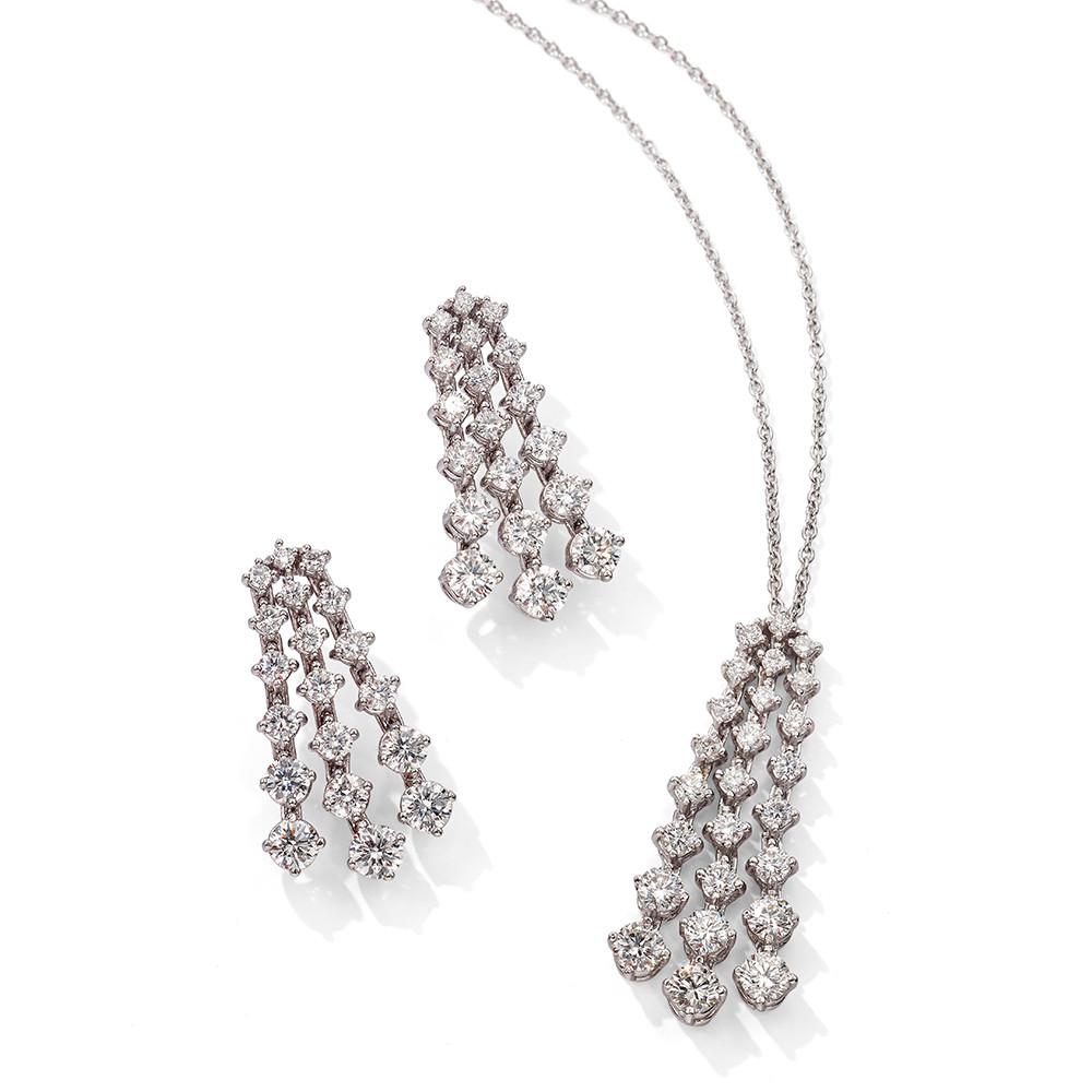 Anhänger und Ohrringe in 750 Weißgold mit weißen Diamanten.