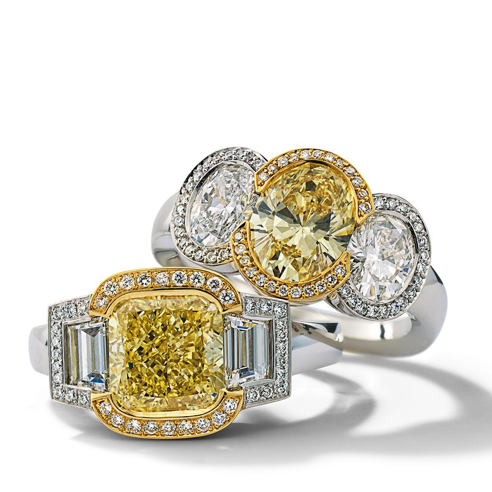 Ringe in 950 Platin und 750 Gelbgold mit Fancy Yellow und weißen Diamanten. Erhältlich in verschiedenen Größen.